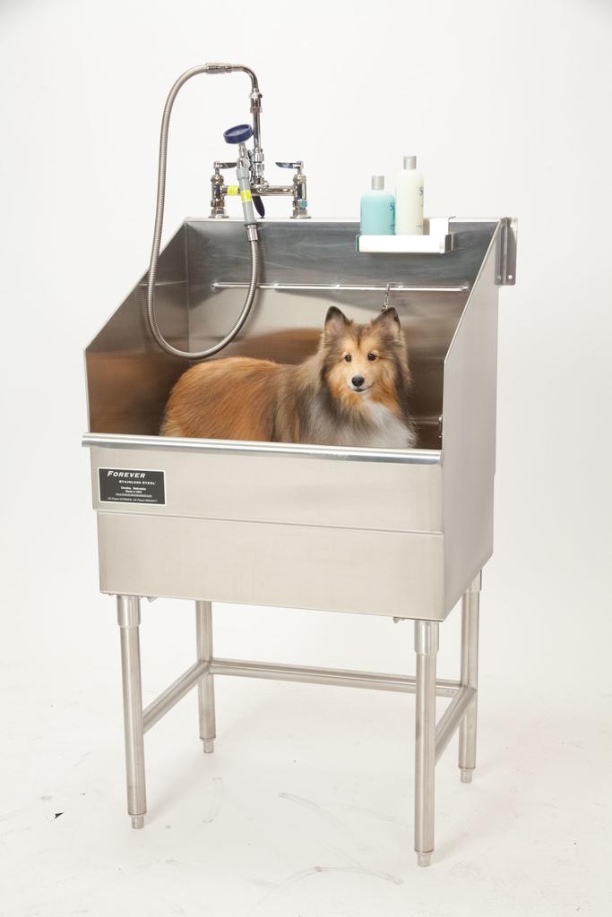 Pet bathtub with hair catching system, elevating platform