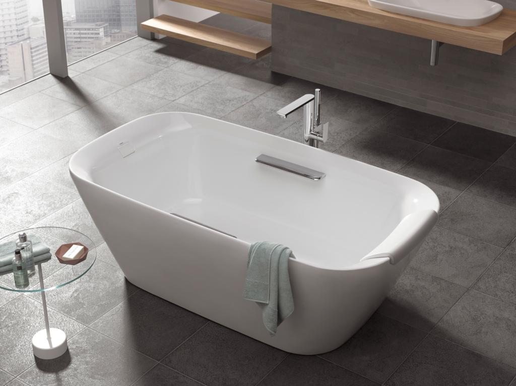 Neorest Freestanding Soaking Tub