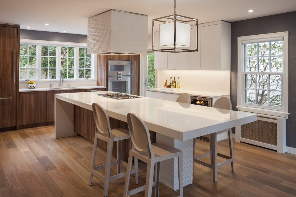 Colonial Kitchen Goes Contemporary