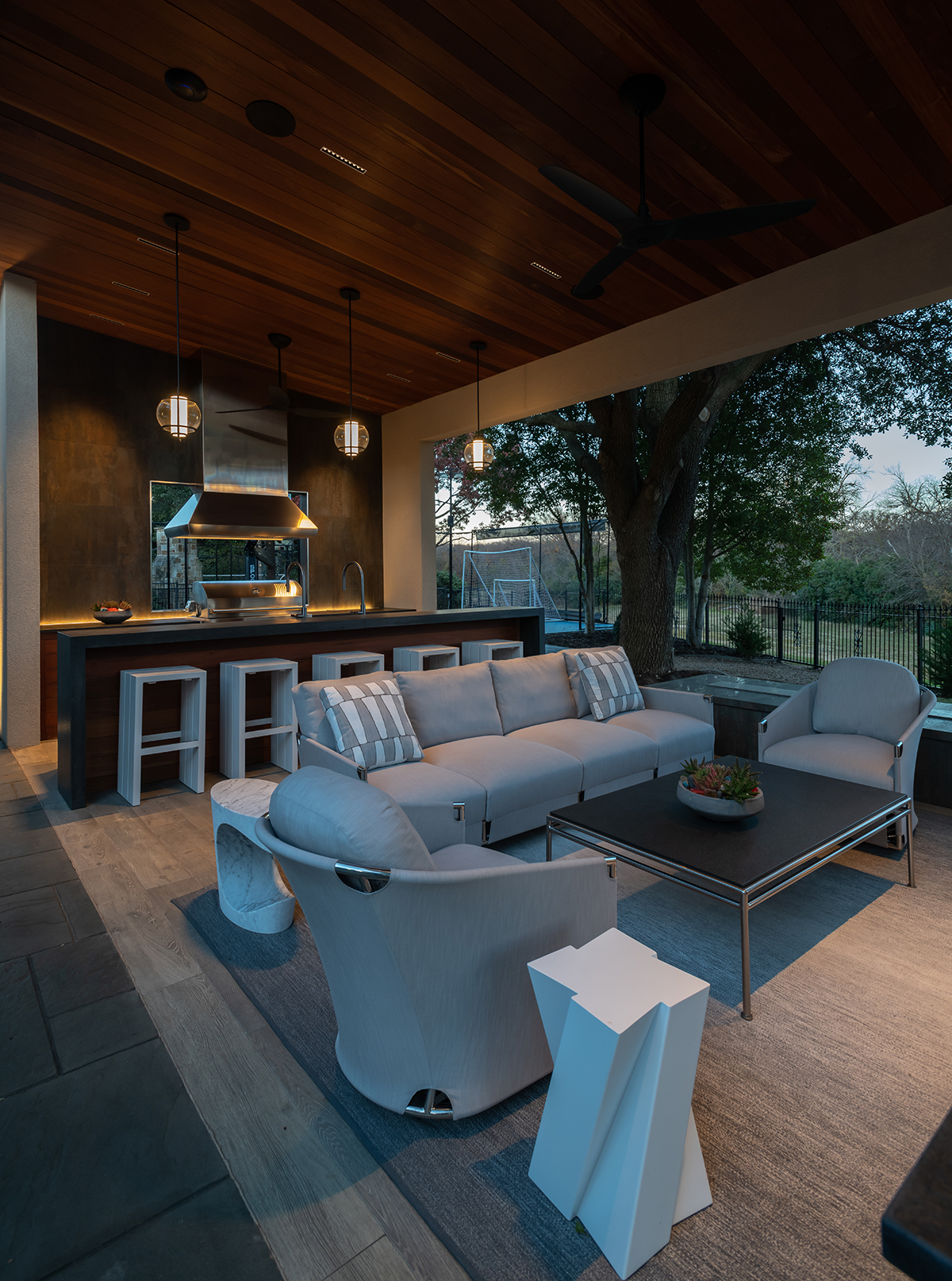 Clean Contemporary Outdoor Living