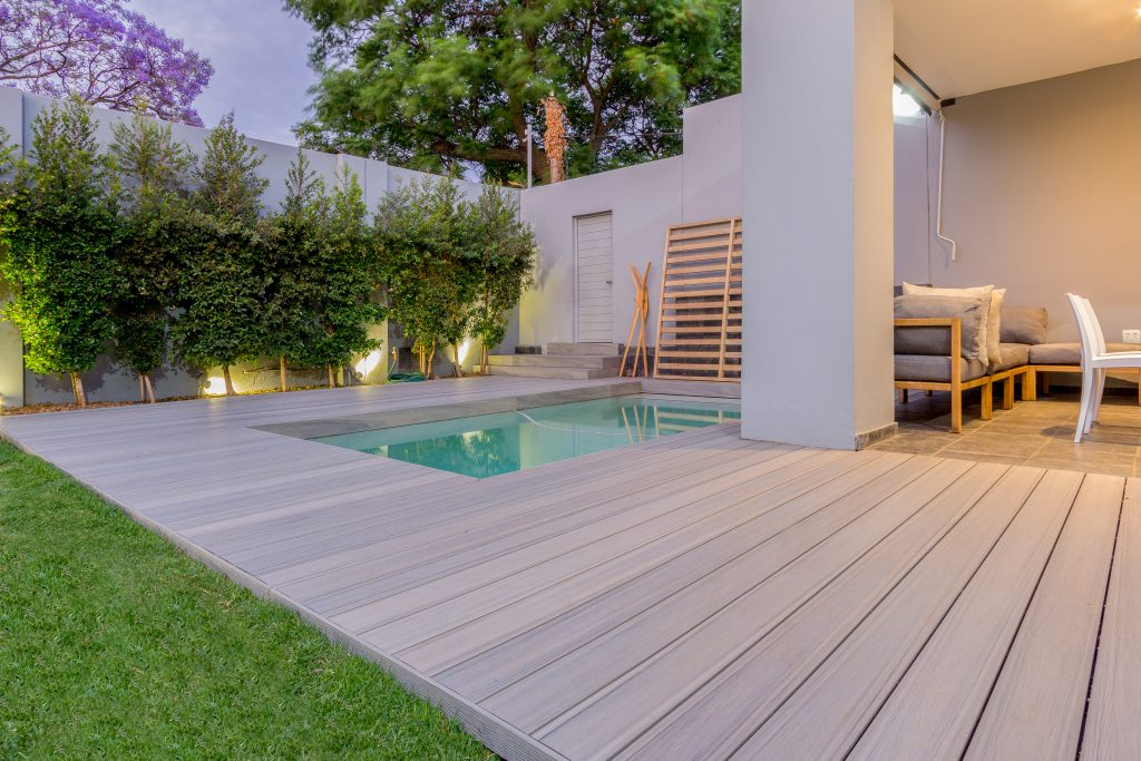 Decking line weathers harsh climate, intense temperatures