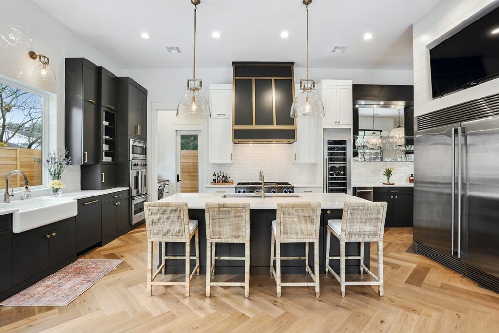 Kitchen Showcases the Perfect Balance