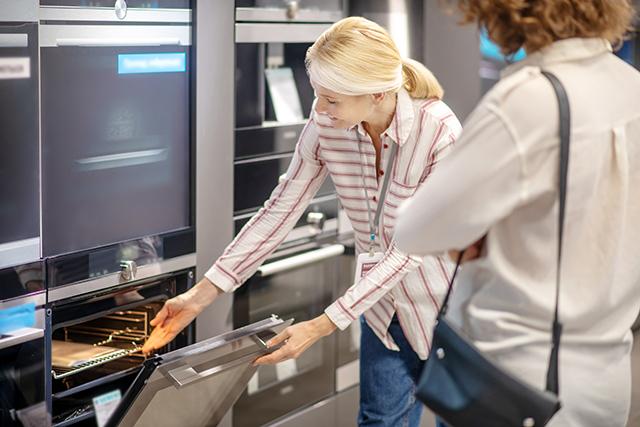 Women Lead U.S. Kitchen & Bath Improvement Spending, Survey Notes